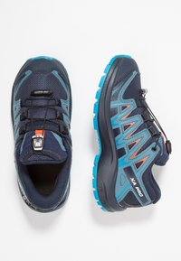 Salomon - XA PRO 3D CSWP - Outdoorschoenen - navy blazer/mallard blue/hawaiian surf - 0