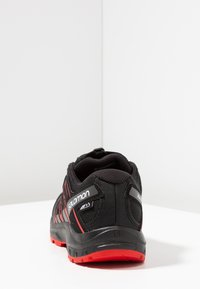 Salomon - XA PRO 3D CSWP - Obuwie hikingowe - black/high risk red - 4