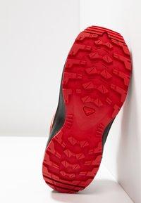 Salomon - XA PRO 3D - Outdoorschoenen - red dahlia/barbados cherry/spectra yellow - 5