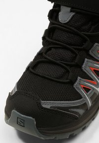 Salomon - XA PRO 3D MID  - Zapatillas de senderismo - black/stormy weather/cherry tomato