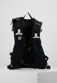 Salomon - AGILE SET - Sac avec poche d'eau - black - 3