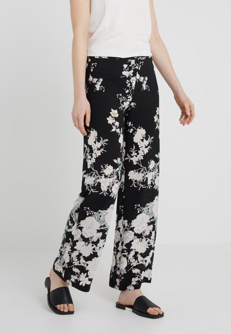 Sand Copenhagen - NEWSASHA FLEX - Trousers - white