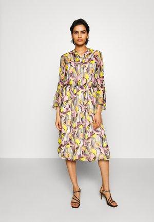 ESTELLE DRESS - Denní šaty - pale yellow