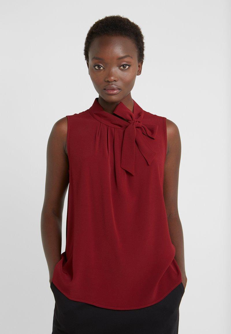 Sand Copenhagen - BACKPROSA TIE - Bluse - dark red