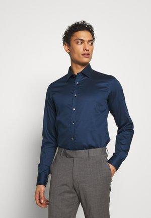 IVER SLIM FIT - Formální košile - dark blue