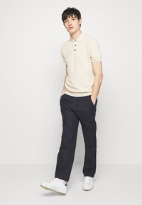 Sand Copenhagen - JASON NORMAL - Trousers - dark blue - 1