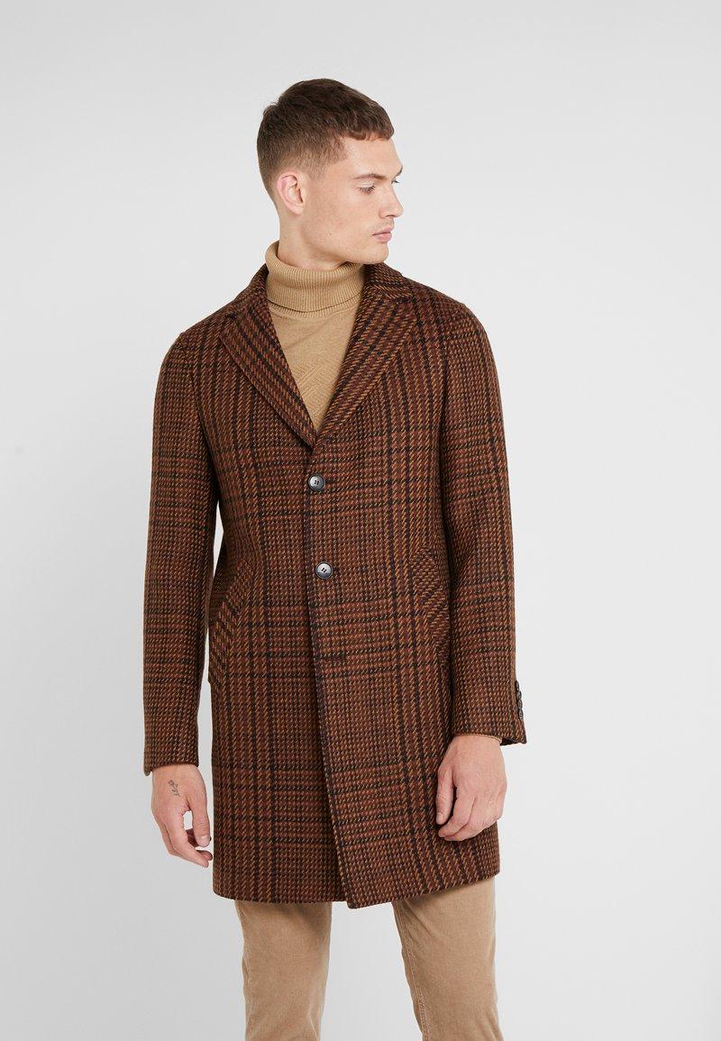 Sand Copenhagen - RETRO COAT - Classic coat - dark camel