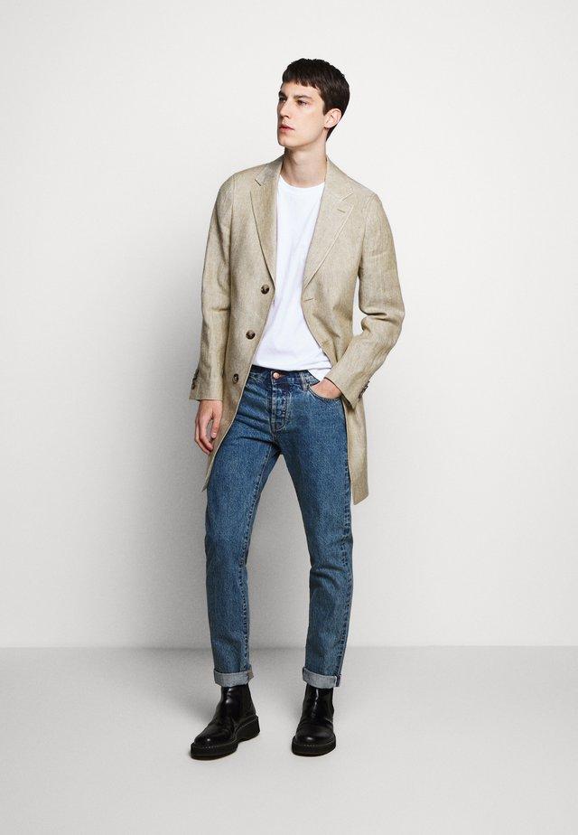 RETRO - Classic coat - camel