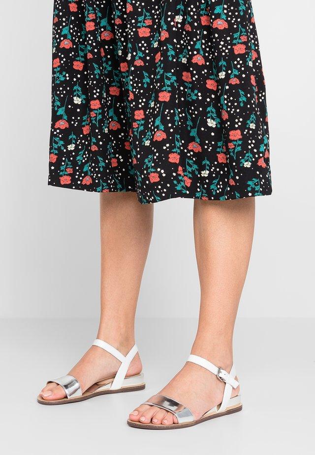 ENZANA - Sandals - argent/blanc
