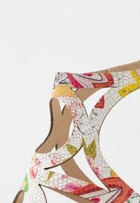 San Marina - EMBO EDEN - Korolliset sandaalit - blanc/multicolor - 2