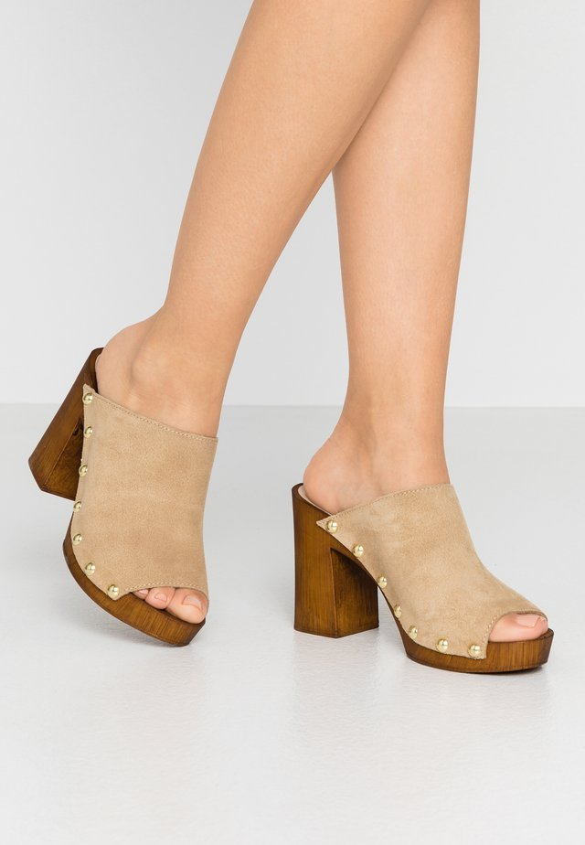 LALI - Clogs - sable