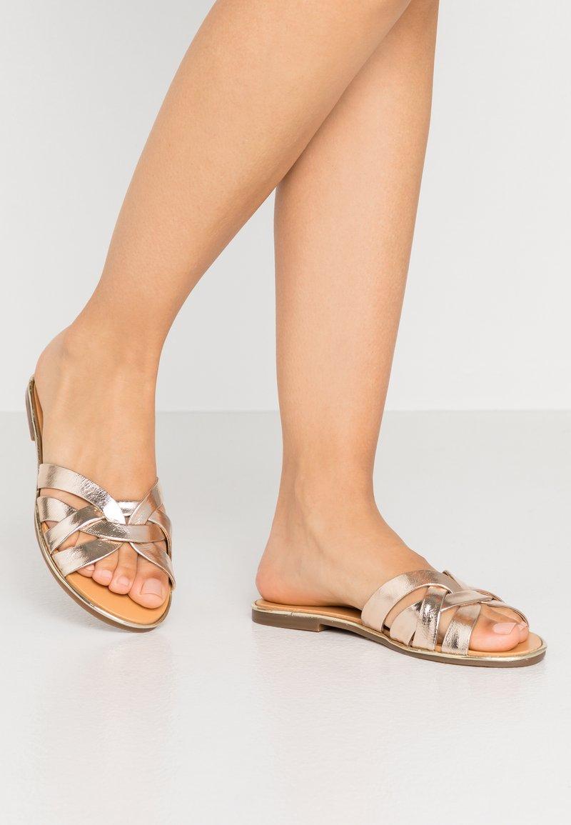 San Marina - INVA - Pantofle - or