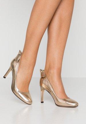 ACTUENA - Zapatos altos - gold