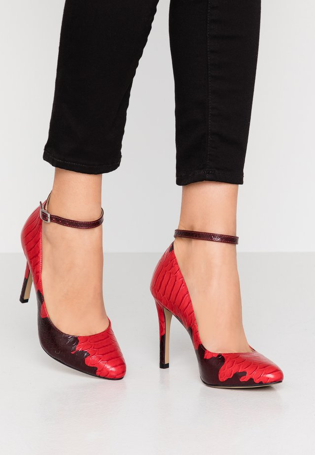 VAKELO ARIZONA - High heels - red
