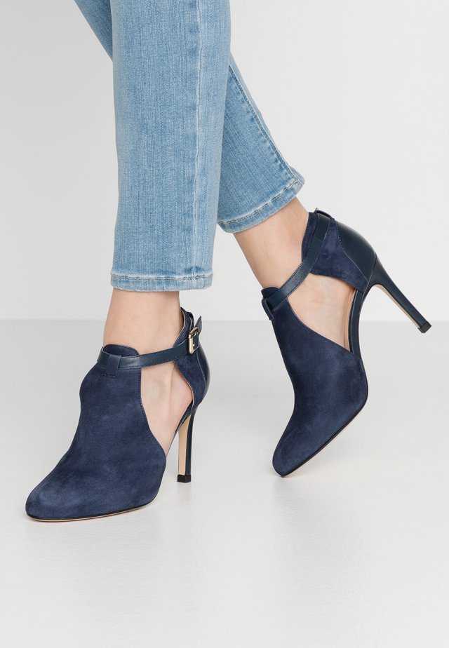 AVISINO - High Heel Pumps - marine