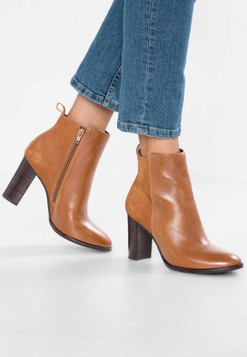 San Marina - EFAZA - Ankle Boot - camel