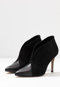 San Marina - VALENTINA - Kotníková obuv na vysokém podpatku - black - 4