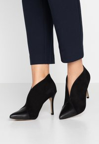 San Marina - VALENTINA - Kotníková obuv na vysokém podpatku - black - 0