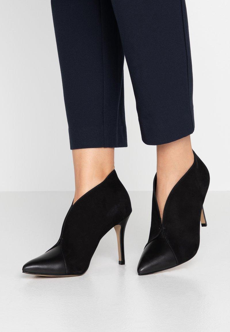 San Marina - VALENTINA - Kotníková obuv na vysokém podpatku - black