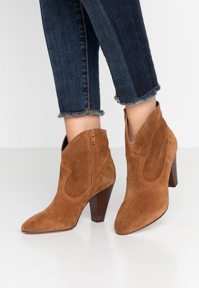 ANSALA - Boots à talons - camel