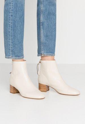 ALECITA - Classic ankle boots - blanc
