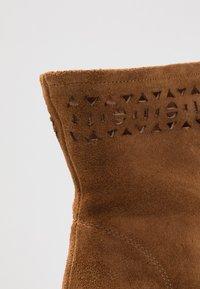 San Marina - AGNATELA - Kotníková obuv na vysokém podpatku - camel - 2
