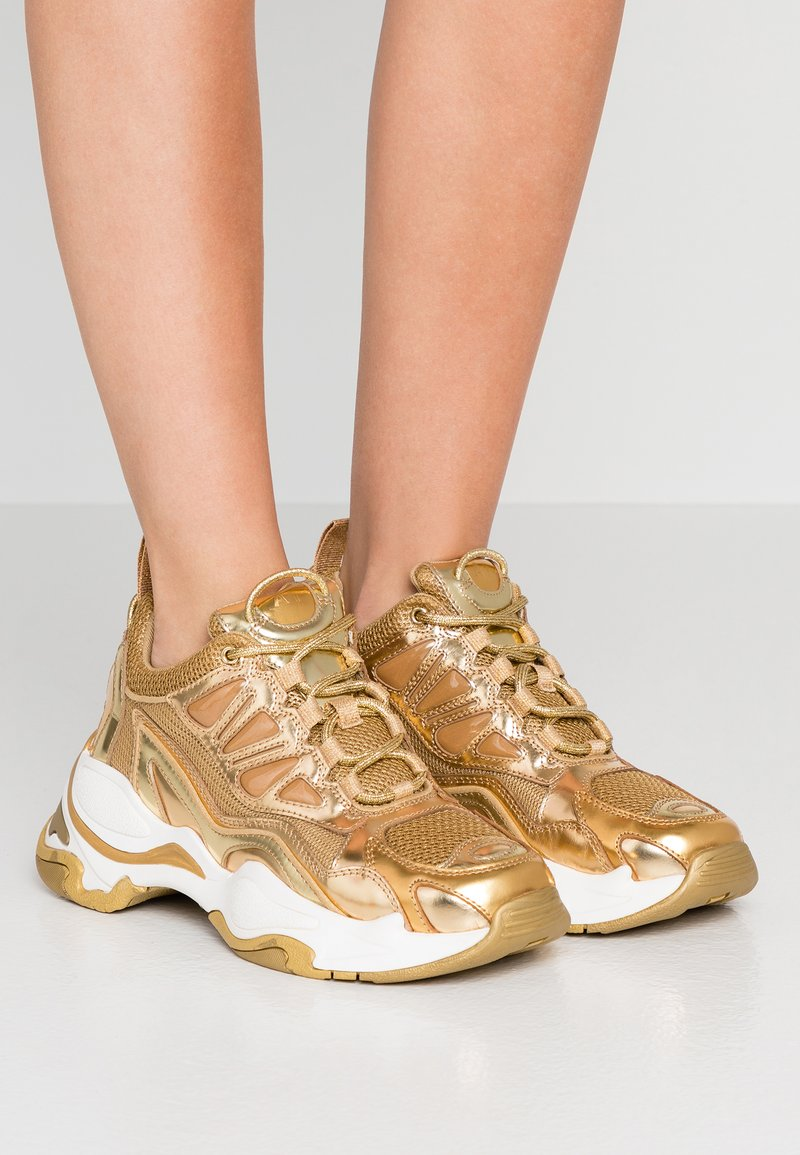 sandro - Sneakersy niskie - full gold
