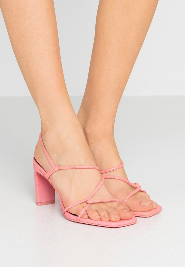 Sandały na obcasie - malabar