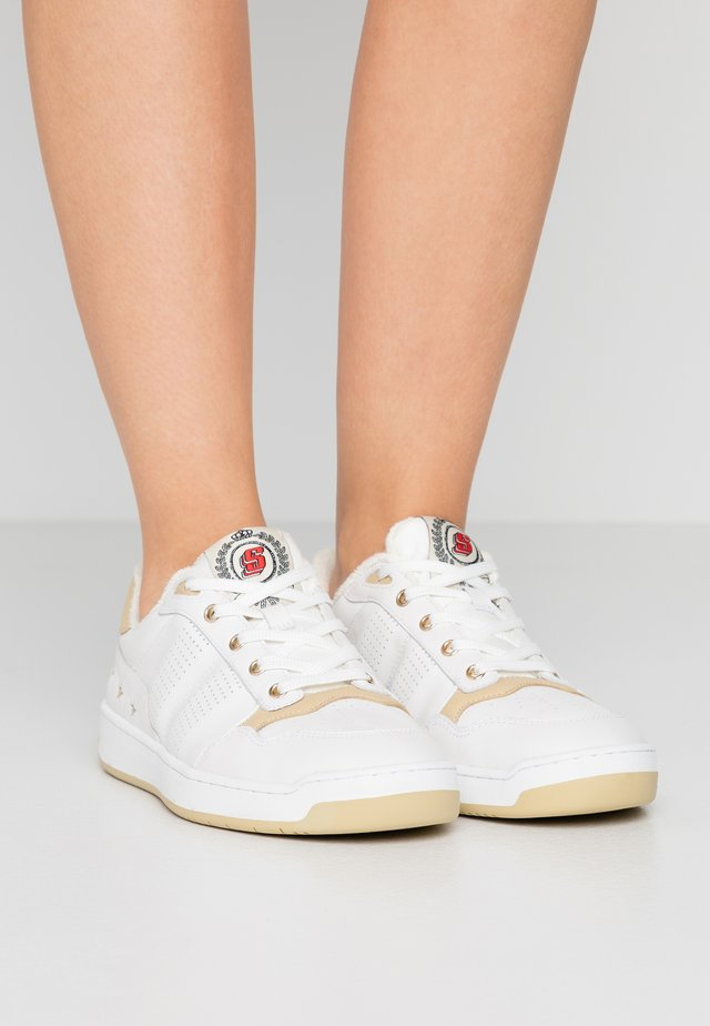 Sneakers - ecru