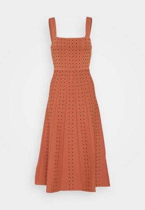 Strikket kjole - terracotta