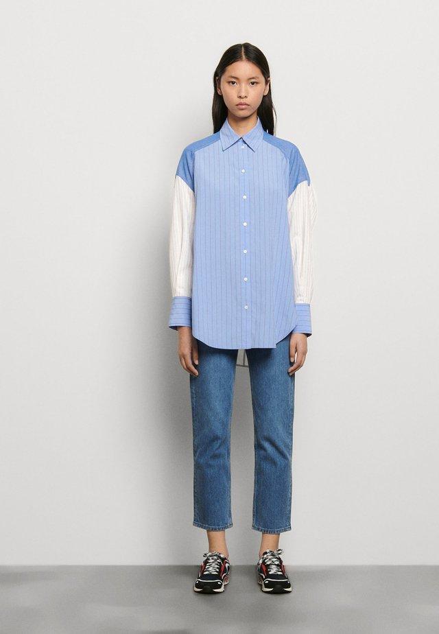 KIM - Skjorte - bleu/blanc