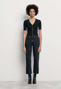 sandro - CECIL - T-shirt imprimé - noir - 0