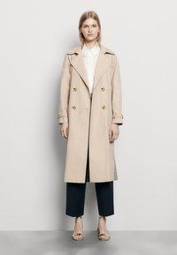 sandro - VICTORY - Trenchcoat - beige - 0