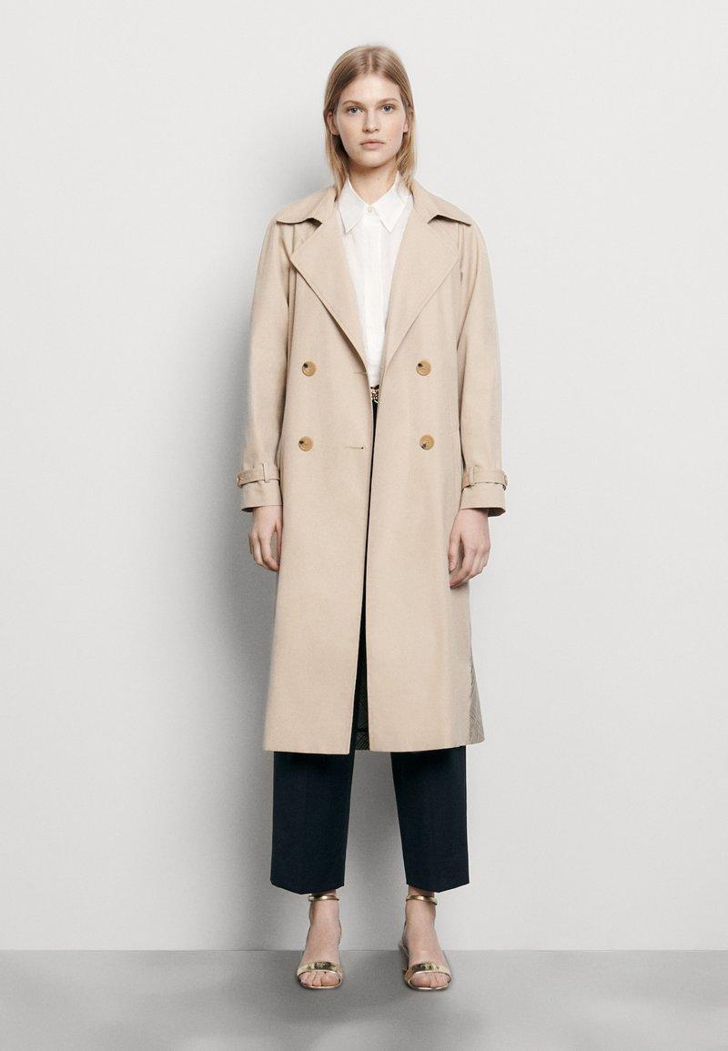 sandro - VICTORY - Trenchcoat - beige