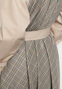 sandro - VICTORY - Trenchcoat - beige - 4