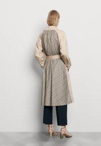 sandro - VICTORY - Trenchcoat - beige - 2