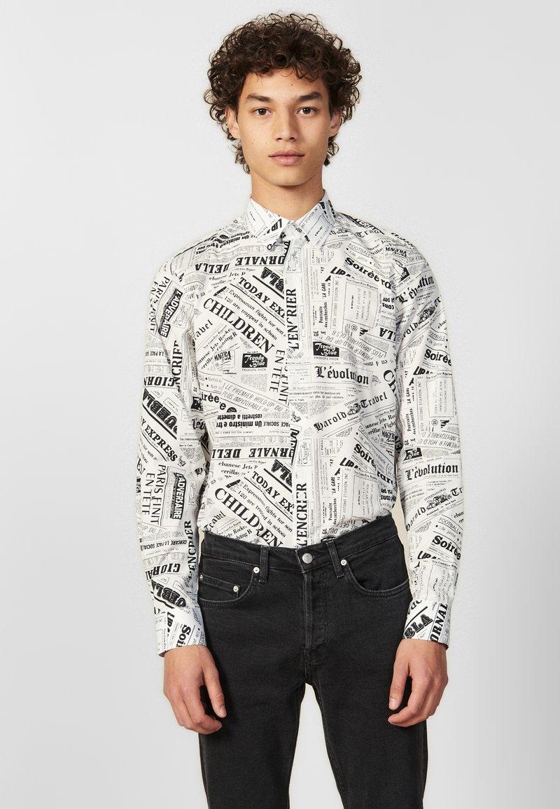 sandro - NEWSPAPER - Shirt - white/black