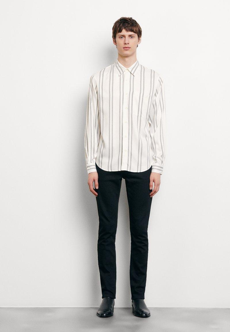 sandro - NEW FLOW CHEMISE CASUAL - Skjorter - blanc