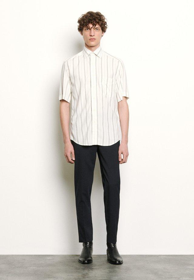 OVERSIZED CHEMISE CASUAL - Shirt - blanc/noir