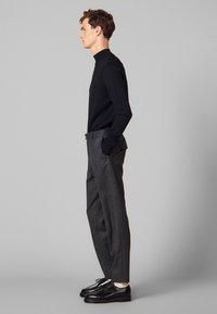 sandro - Spodnie materiałowe - mocked grey - 1