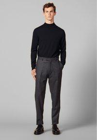 sandro - Spodnie materiałowe - mocked grey - 0