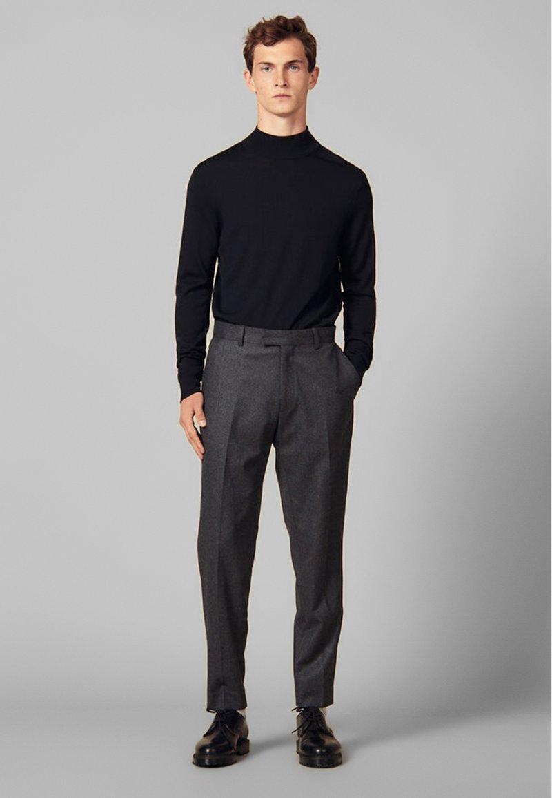 sandro - Spodnie materiałowe - mocked grey