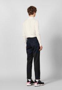 sandro - Spodnie materiałowe - navy blue - 2