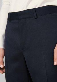 sandro - Spodnie materiałowe - navy blue - 4