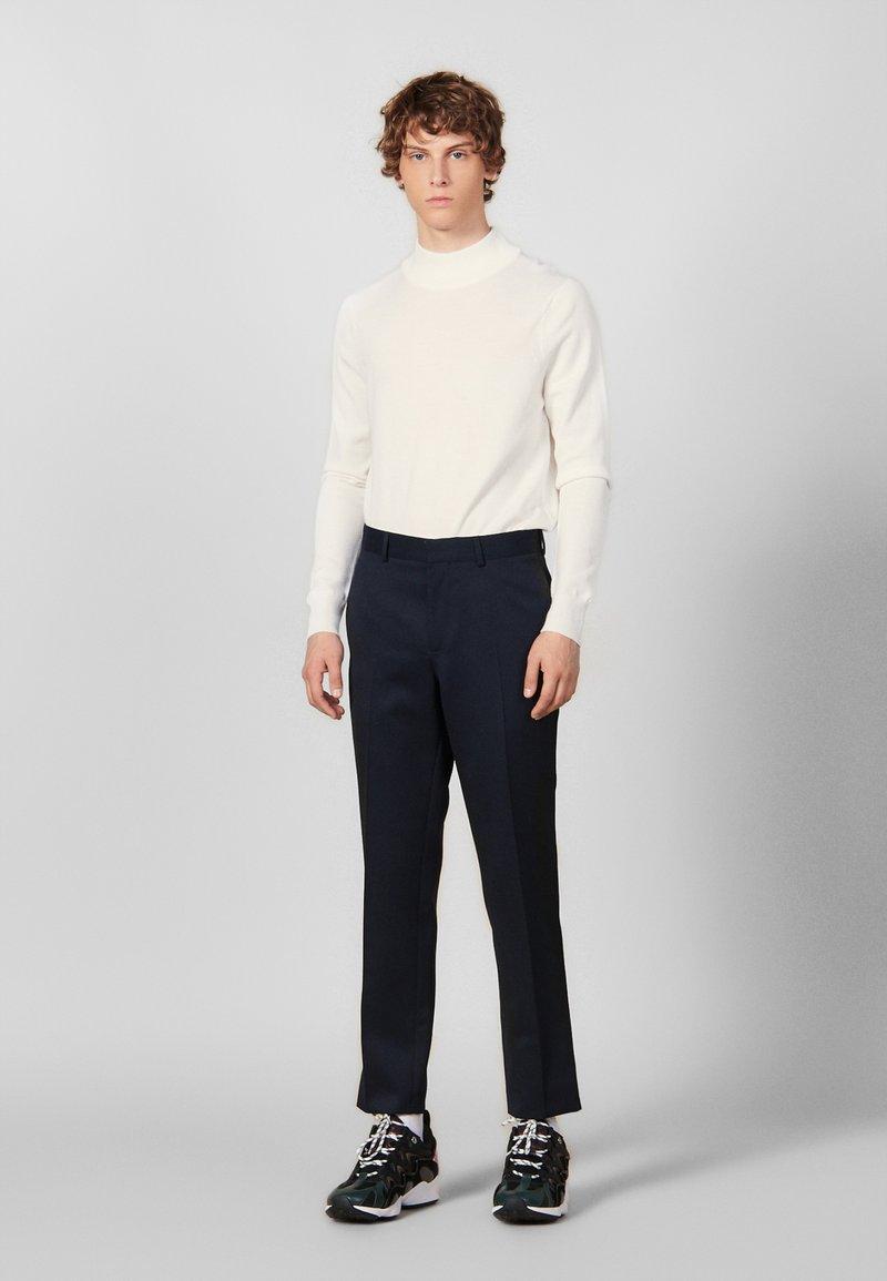 sandro - Spodnie materiałowe - navy blue