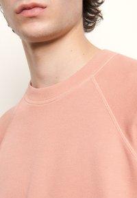 sandro - CREW NECK PASTEL - Sweatshirts - rose - 4