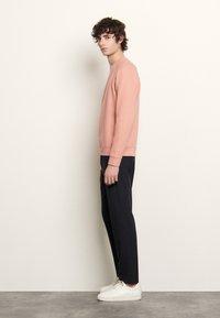 sandro - CREW NECK PASTEL - Sweatshirts - rose - 1