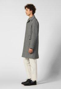 sandro - Płaszcz wełniany /Płaszcz klasyczny - black/white - 1