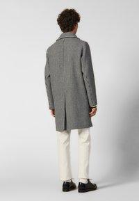 sandro - Płaszcz wełniany /Płaszcz klasyczny - black/white - 2