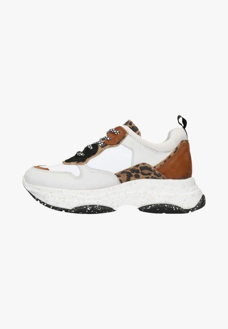 sacha - MIT LEOPARDENMUSTER - Sneaker low - off-white